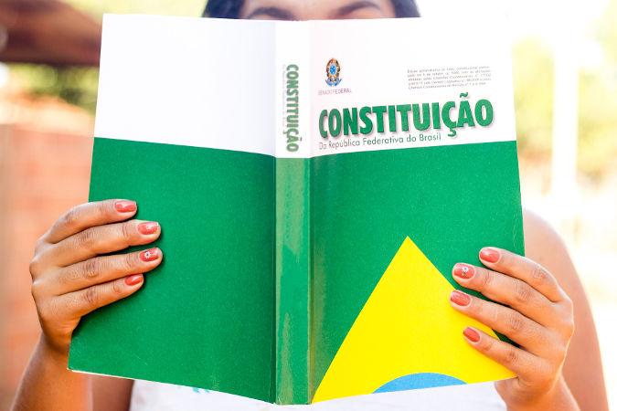 A atual Constituição do Brasil foi promulgada no dia 5 de outubro de 1988 e é conhecida como Constituição Cidadã. [2]