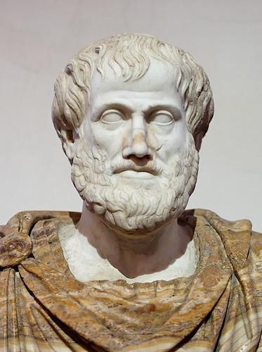 Aristóteles discorreu sobre as formas de governo, na sua obra Política.