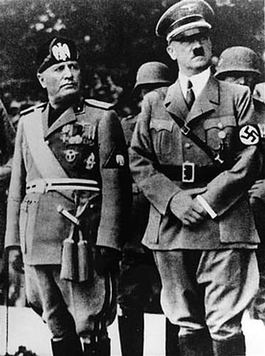 Benito Mussolini e Adolf Hitler são dois dos nomes mais conhecidos que governaram em regimes totalitários.