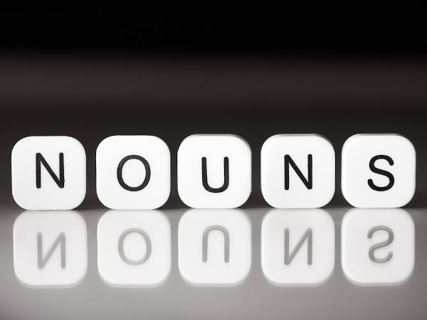 """Os """"nouns"""" (substantivos, em inglês) também podem ser contáveis ou incontáveis, tangíveis ou intangíveis."""