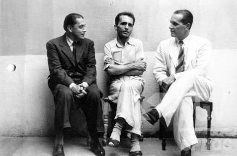 O fracasso da Intentona Comunista fez com que Prestes ficasse preso de 1936 a 1945.[1]