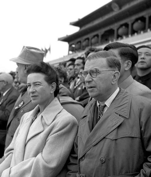 Jean-Paul Sartre e Simone de Beauvoir formavam um casal pouco tradicional diante dos costumes da época.