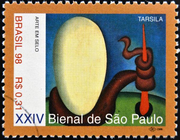 Selo de 1998 em que se vê a reprodução da tela Urutu (1928), de Tarsila do Amaral.