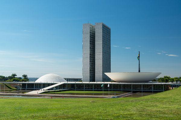 O estado de sítio só pode ser implantado no Brasil caso seja aprovado no Congresso Nacional.[1]