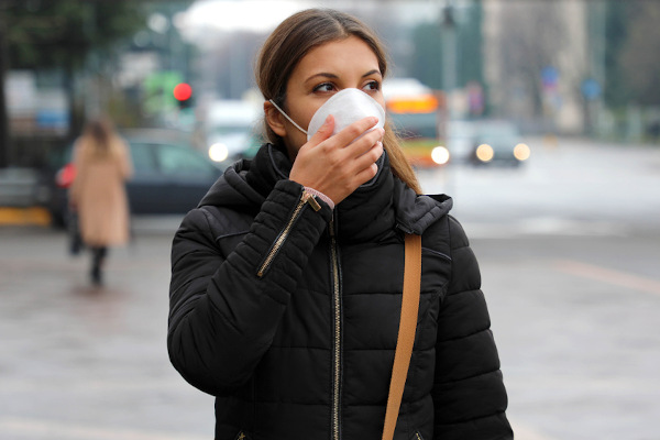 Durante a pandemia de COVID-19, foi recomendado que as pessoas evitem sair às ruas, caso a atividade não seja realmente necessária.