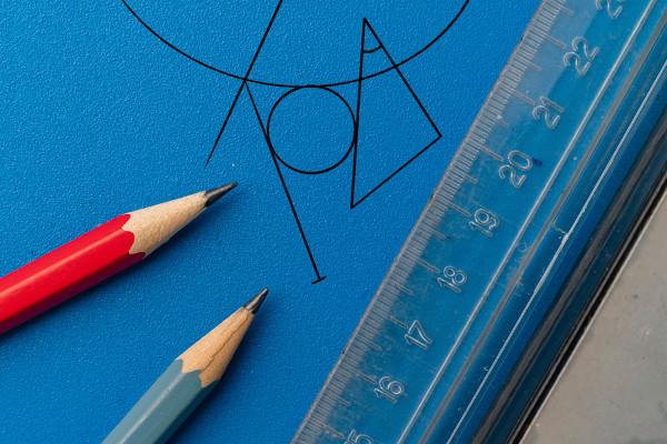 As figuras planas são objetos de estudo da geometria plana.