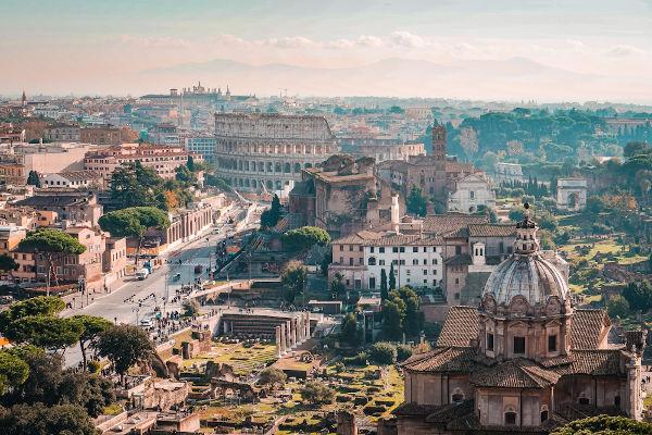 A cidade de Roma sofreu com a peste antonina e estima-se que cinco milhões de pessoas morreram em todo o Império Romano.