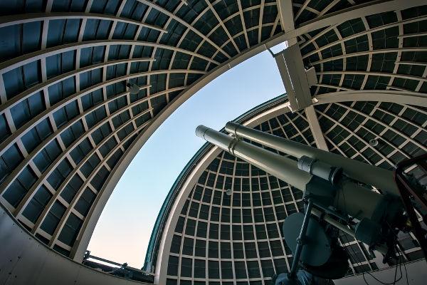 Os telescópios são ferramentas de observação que se baseiam nos princípios da óptica geométrica.