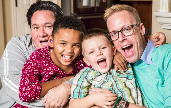 A adoção legal é um direito que deve ser concedido a qualquer casal, desde que haja condições para criar os filhos adotivos.