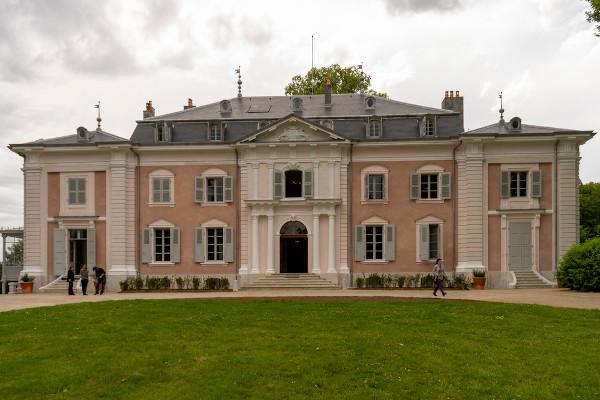 Castelo de Voltaire, residência em Ferney (hoje chamada Ferney-Voltaire em homenagem ao filósofo) onde viveu a sua última década de vida. [1]