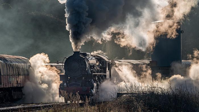 A locomotiva a vapor foi essencial para a economia do século XIX, pois era responsável pelo transporte de matéria-prima e bens de consumo.