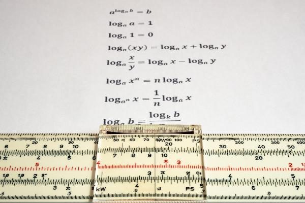 Logaritmo é uma operação que se relaciona diretamente com as equações exponenciais.
