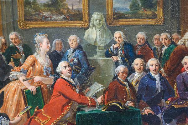 """Esta pintura de Lamounier, chamada """"A Leitura de O Órfão da China de Voltaire no Salão da Madame Geofrin"""", mostra o apreço pelo filósofo na época."""