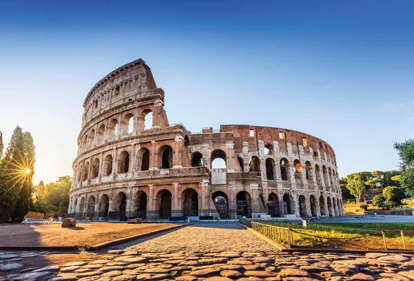 Coliseu, em Roma, foi construído por Vespasiano. Era o local onde acontecia batalhas entre gladiadores e muitos cristãos foram mortos.