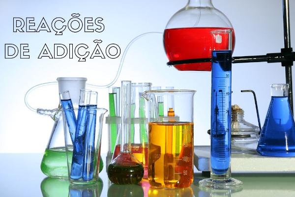As reações de adição ocorrem em moléculas insaturadas, eliminando ou diminuindo essa saturação.