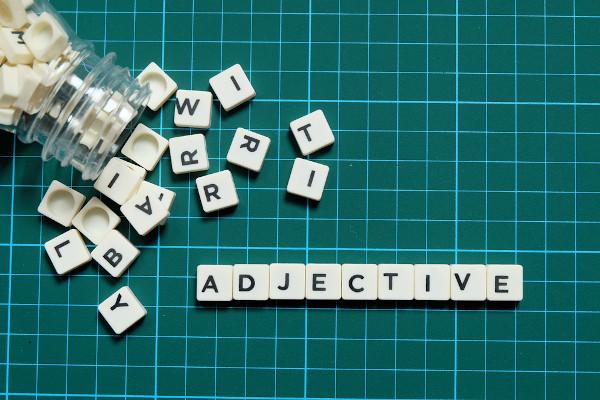 """Os """"adjectives"""" em inglês podem ser atributivos ou predicativos."""