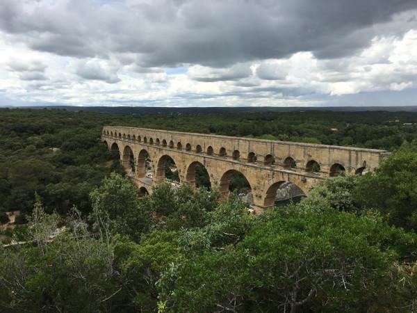 Os aquedutos romanos tornaram-se símbolos da engenharia e da arte romana.[1]