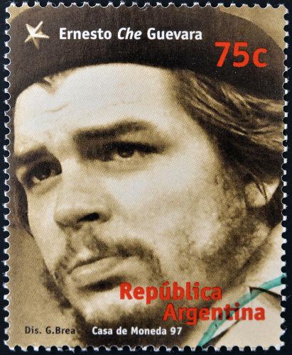 """Ernesto """"Che"""" Guevara foi um dos grandes líderes dos guerrilheiros que atuaram durante a Revolução Cubana.[2]"""