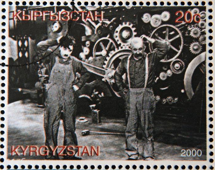 """Filme """"Tempos modernos"""" (1936), do genial Charles Chaplin, ilustra o modelo de produção industrial e como ele se reflete na vida do operário. [1]"""