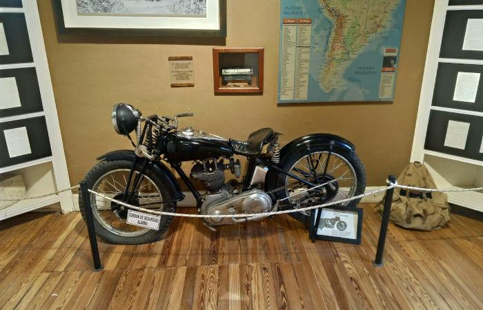 Modelo da moto utilizada por Che Guevara durante sua primeira viagem pela América do Sul.[1]