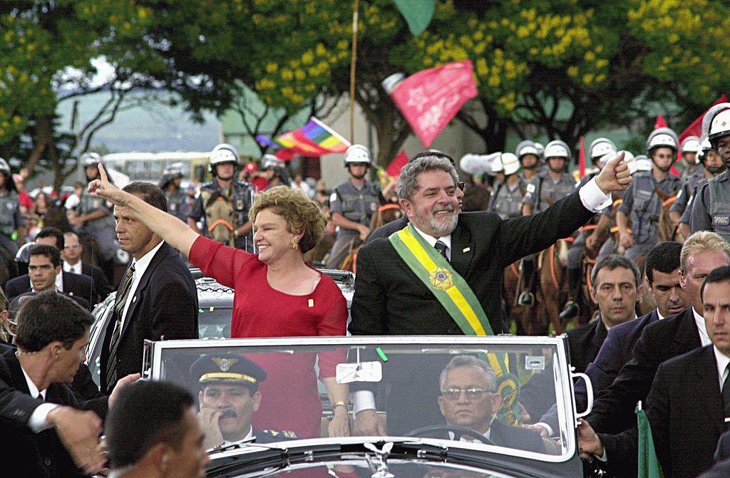 Posse de Lula em seu primeiro governo (2003), o caso brasileiro de experiência social-democrata. [2]