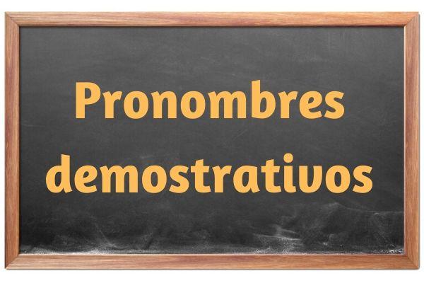 Os pronomes demonstrativos em espanhol podem ser utilizados para indicar aspectos de dentro ou de fora dos textos.