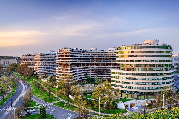 O escritório do Partido Democrata, localizado no complexo Watergate, foi alvo da espionagem promovida pelo governo Nixon.[1]