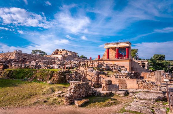 Acredita-se que, a partir de 1700 a.C., o palácio de Cnossos tenha sido o mais poderoso de Creta.[2]
