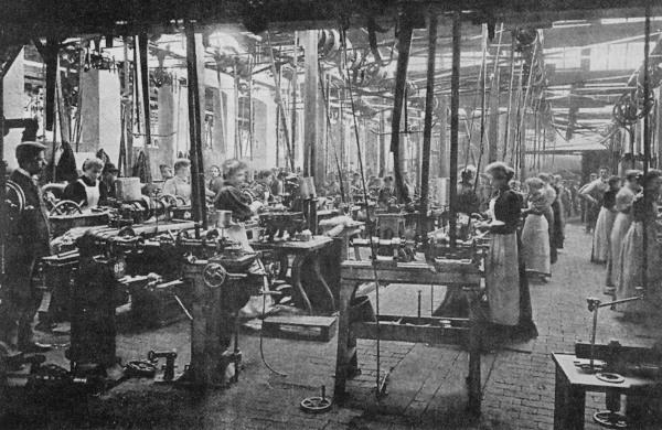 Fábrica têxtil na Inglaterra do século XIX. A Inglaterra foi o berço da Revolução Industrial.