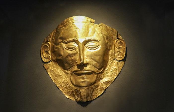 Máscara funerária produzida pelos micênicos.[2]
