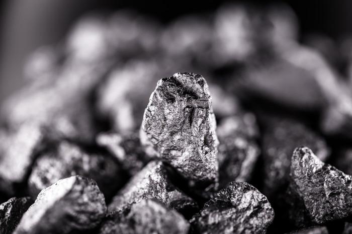 Mineral nióbio.
