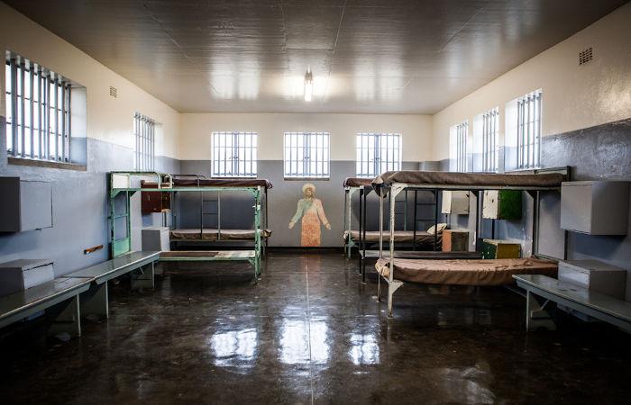 Detalhes de uma das prisões em que Nelson Mandela passou parte dos seus 27 anos condenado.[3]