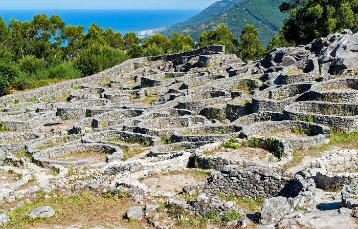 Povos célticos, como os celtiberos e os lusitanos, estiveram na Península Ibérica (Portugal e Espanha).