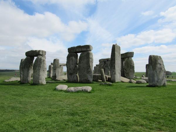 Stonehenge, na Inglaterra, é um exemplo de como os grupos neolíticos consideravam as pedras significativas, tanto no cotidiano quanto na religião.