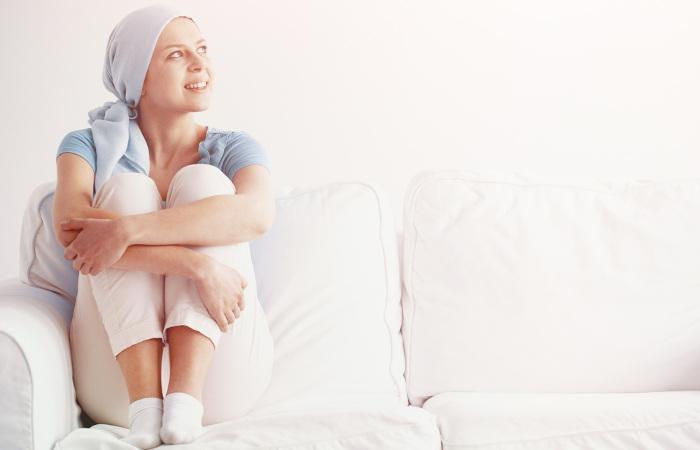A leucemia pode ser tratada de diferentes formas, sendo uma delas a quimioterapia.