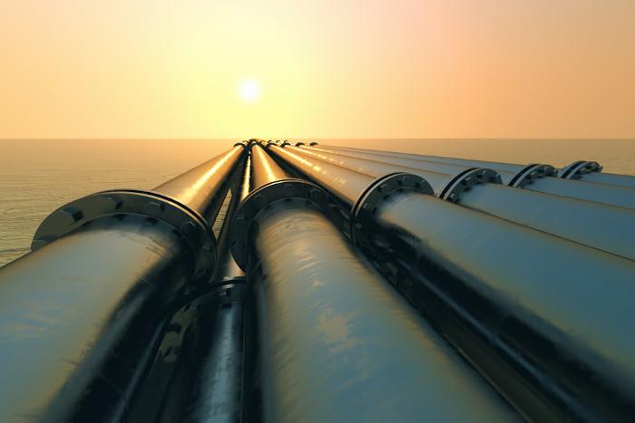 Imagem de tubos condutores de fluidos feitos com ligas de aço e nióbio.