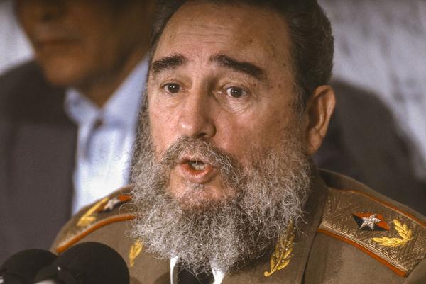 Fidel Castro permaneceu no poder por quase 50 anos e renunciou à presidência em 2008 por estar com a saúde debilitada.[2]
