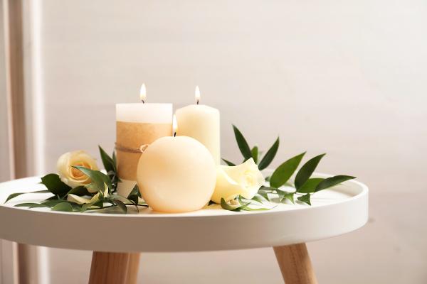 As velas são um exemplo do uso de parafinas, uma substância do tipo alcano.