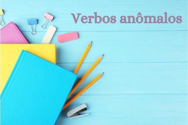 Os verbos anômalos alteram o radical quando são flexionados.