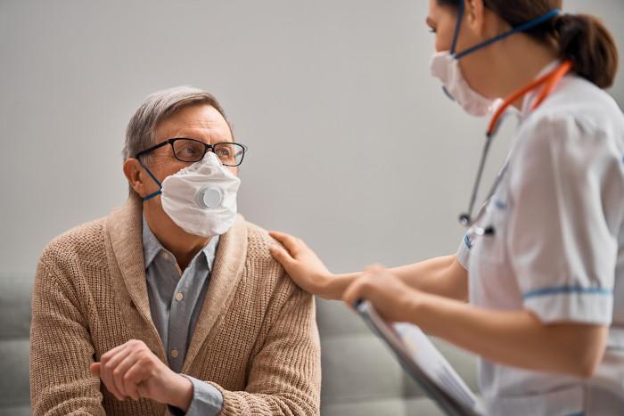 Política pública de assistência médica ao idoso.