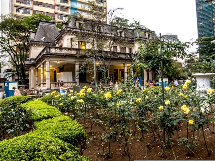 Casa das Rosas, situada em São Paulo, onde funciona o Espaço Haroldo de Campos de Poesia e Literatura. [2]