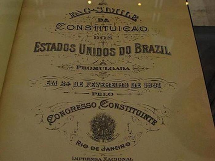 Exemplar da Constituição de 1891, a primeira do período republicano.