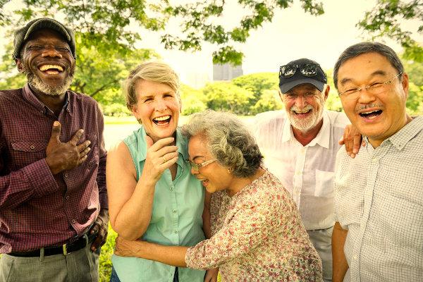 O Dia do Idoso existe com o propósito de refletirmos sobre a forma que tratamos as pessoas com a idade superior aos 60 anos.