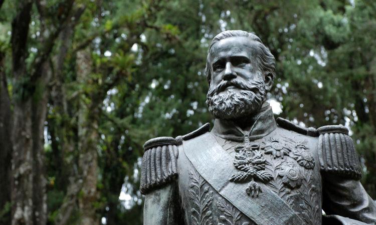 D. Pedro II defendia que reformas deveriam ser feitas na escravidão como forma de adiar o debate da abolição por algumas décadas.