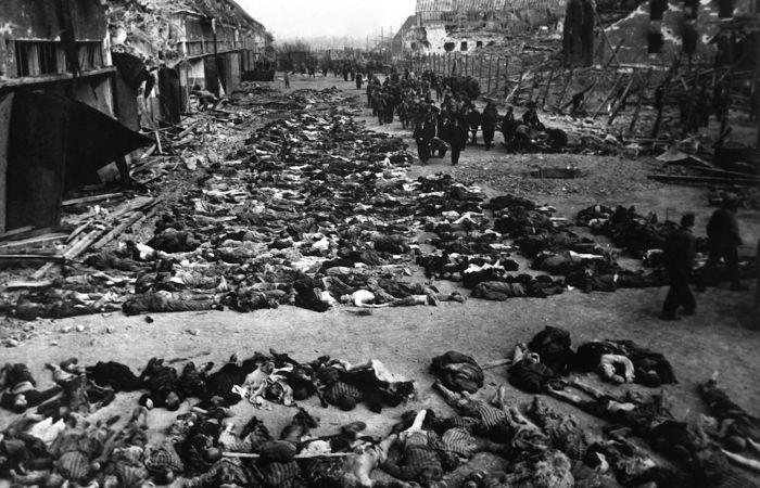 """""""IMAGEM FORTE"""" A Gestapo também se envolveu em ações relacionadas com o Holocausto.[1]"""
