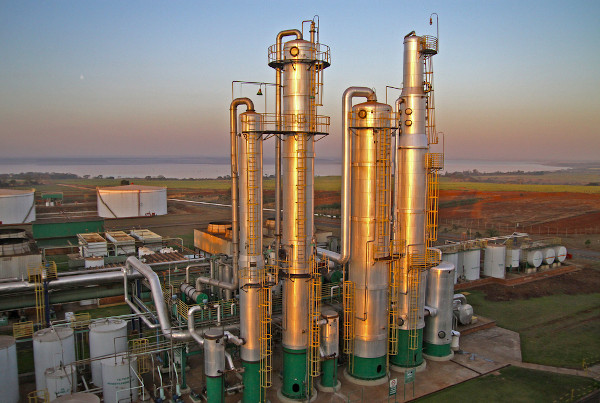 Indústria de produção de etanol – Brasil.