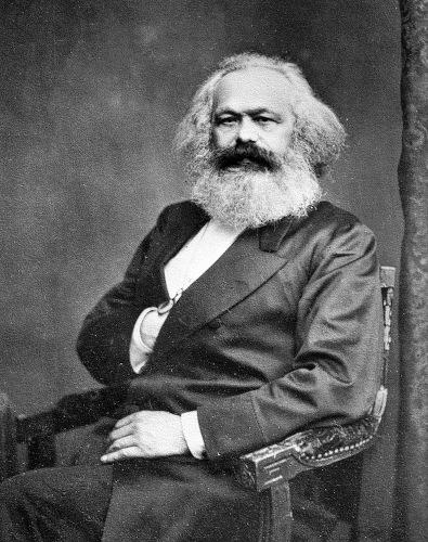 Para Karl Marx, a definição de classe social é essencialmente econômica.