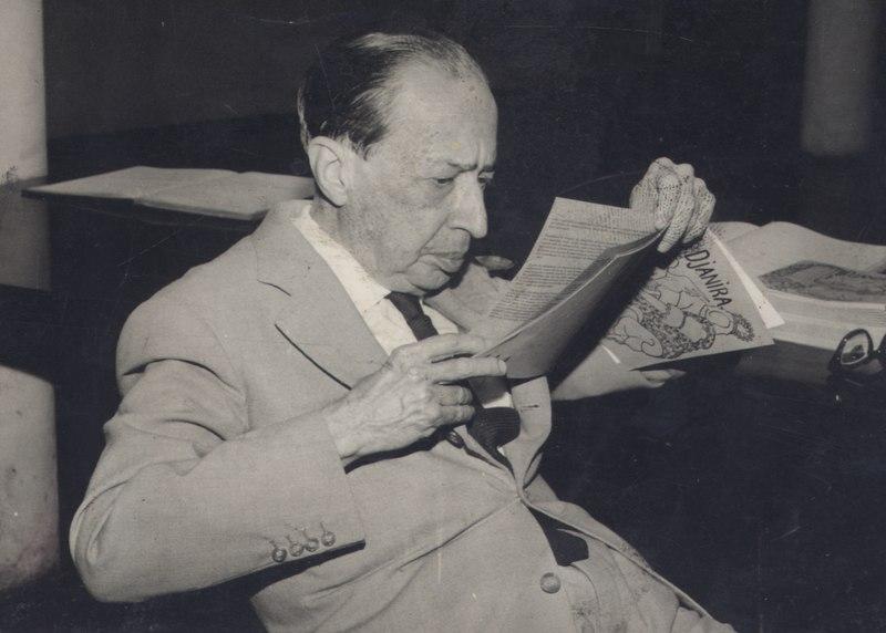 Manuel Bandeira, poeta que iniciou sua carreira literária com traços parnasianos e simbolistas e depois aderiu ao modernismo.
