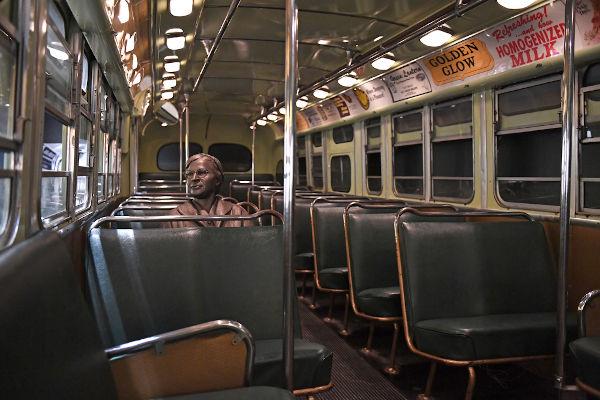 Memorial com o interior de um ônibus no qual Rosa Parks negou-se a obedecer a uma lei segregacionista.[2]