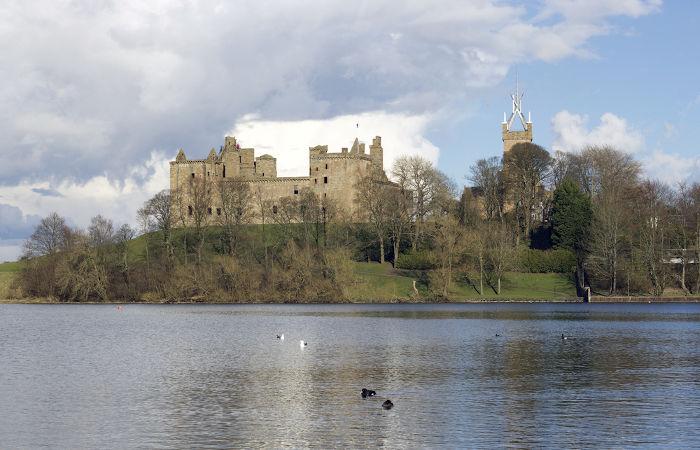 Palácio de Linlithgow, onde Maria Stuart nasceu, em 1542.